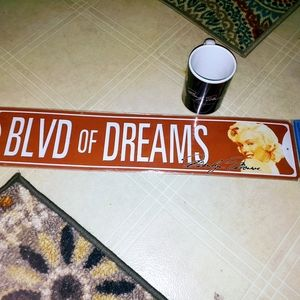 New Marilyn Monroe Street sign & mug
